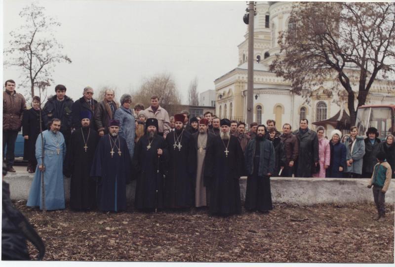 15 февраля 1995 года. Духовенство и прихожане после Великого освящения собора и праздничного богослужения.