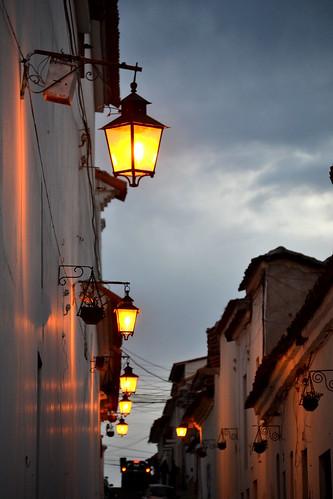 street light sunset lamp calle colonial bolivia historia sucre centrohistórico