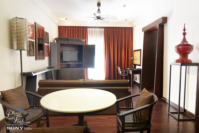 swissotel nai lert park hotel honeymoon suite living room