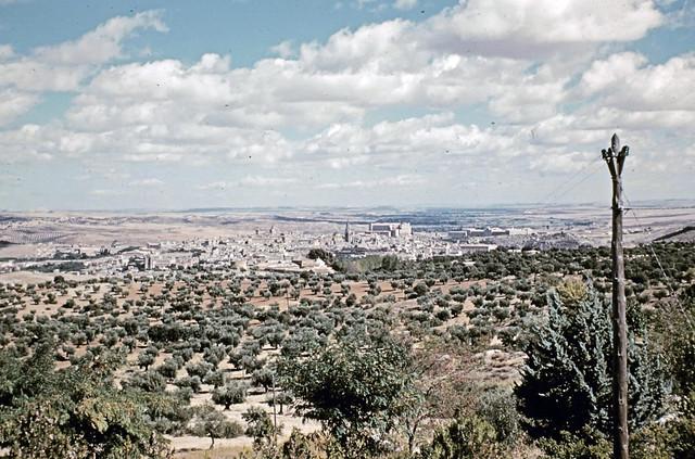Toledo desde la carretera de Argés entre octubre y noviembre de 1960. Fotografías de Joseph Jacobson y Maria del Carmen Rivero Hernández .
