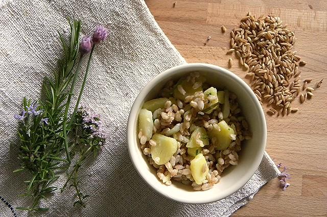 farro e patate alle erbe aromatiche