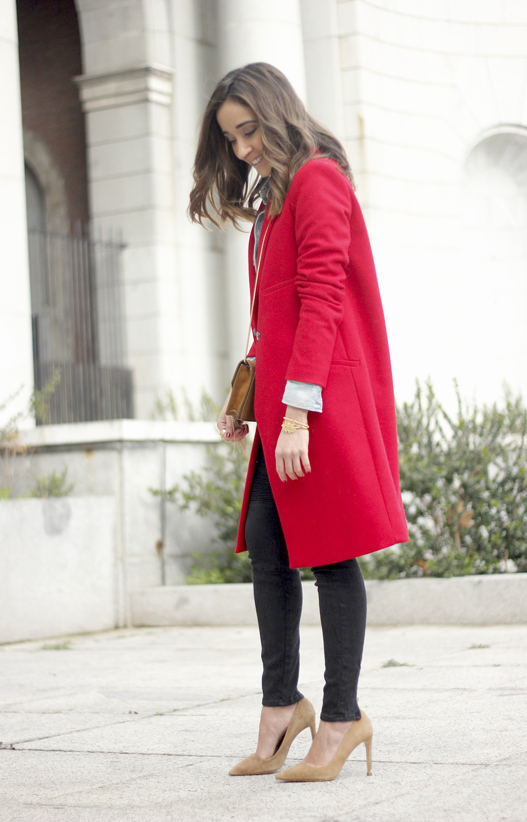 Red Coat Stripped sweater denim shirt nude heels outfit style uterqüe bag01