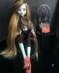 Monster High Frankie Ooak Repaint dressed with accessories #miniature #monsterhigh #monsterhighdoll #frankie #doll #dollart #dollface #dollhair #dollooak #dollrepaint #monsterhighooak #monsterhighcustom #lubasmall #artist #mhrepaint #mhooak