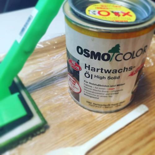 朝から床板にOSMOを塗り続ける土曜日