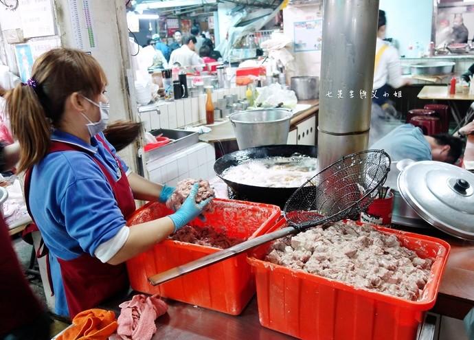 12 嘉義東市場牛雜湯、筒仔米糕、火婆煎粿