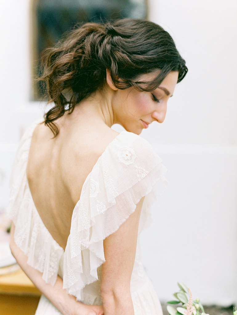 V back wedding dress | photo by Elena Pavlova | Fab Mood - UK wedding blog #weddinginspiration