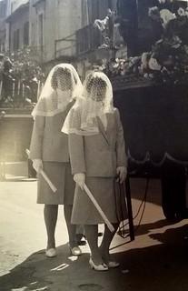 Donne in processione. Dal catalogo di Onofrio Mancini