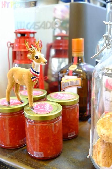 搬家到一中商圈的Deer Caf'e迷鹿咖啡鬆餅口味更升級!!草莓甜心鬆餅和可愛動物拉花讓少女們都想尖叫啦~~