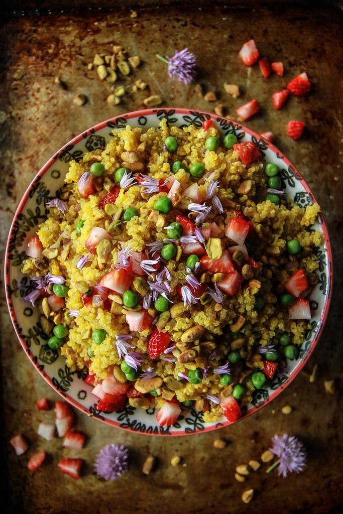 藏红花藜和草莓Salad- GF和素食从HeatherChristo.com