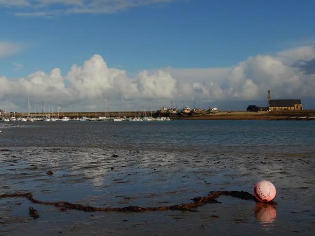 La bouée rose...The pink buoy...