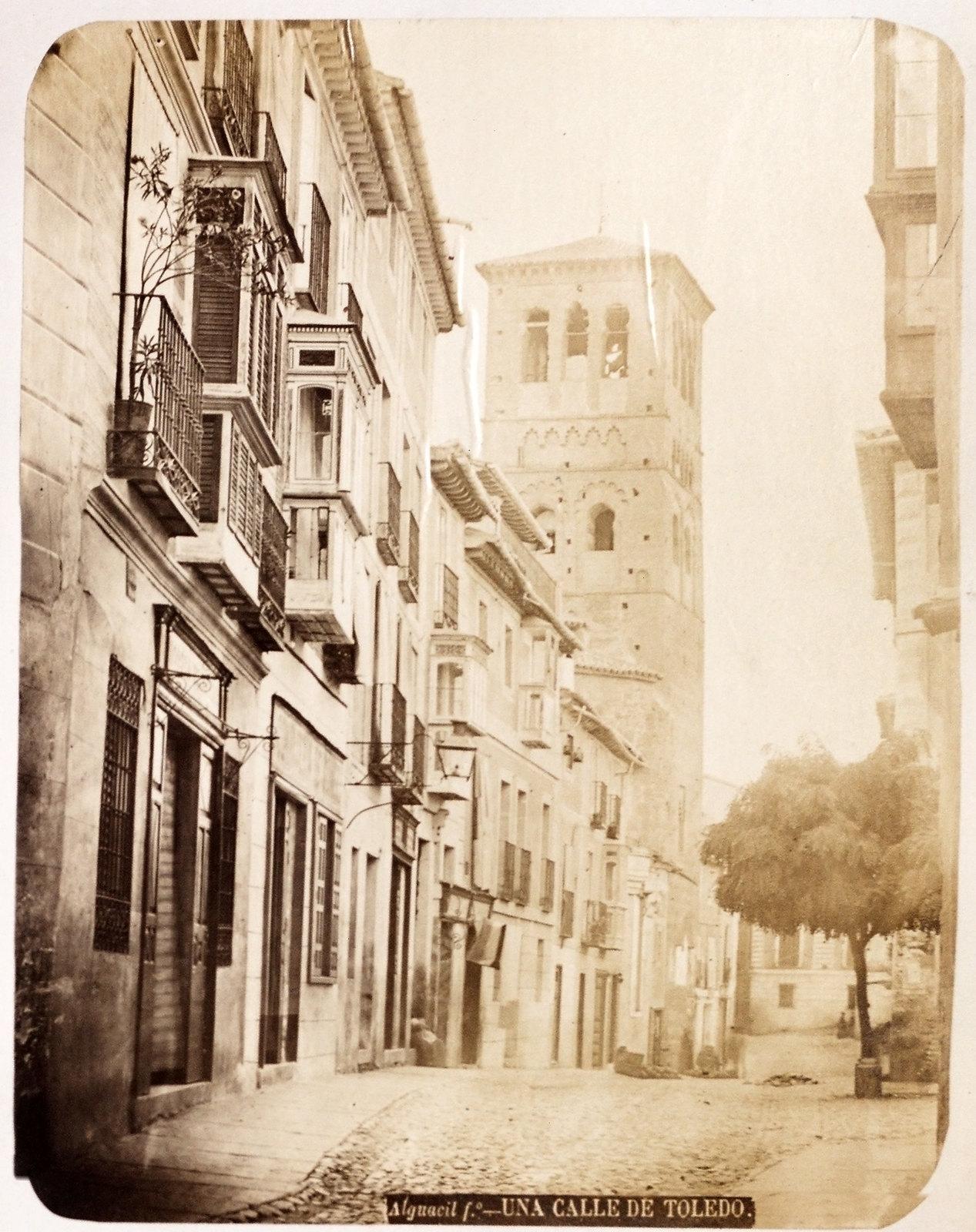 Calle Santo Tomé en Toledo hacia 1879. Álbum de la National Gallery con fotos de Casiano Alguacil.