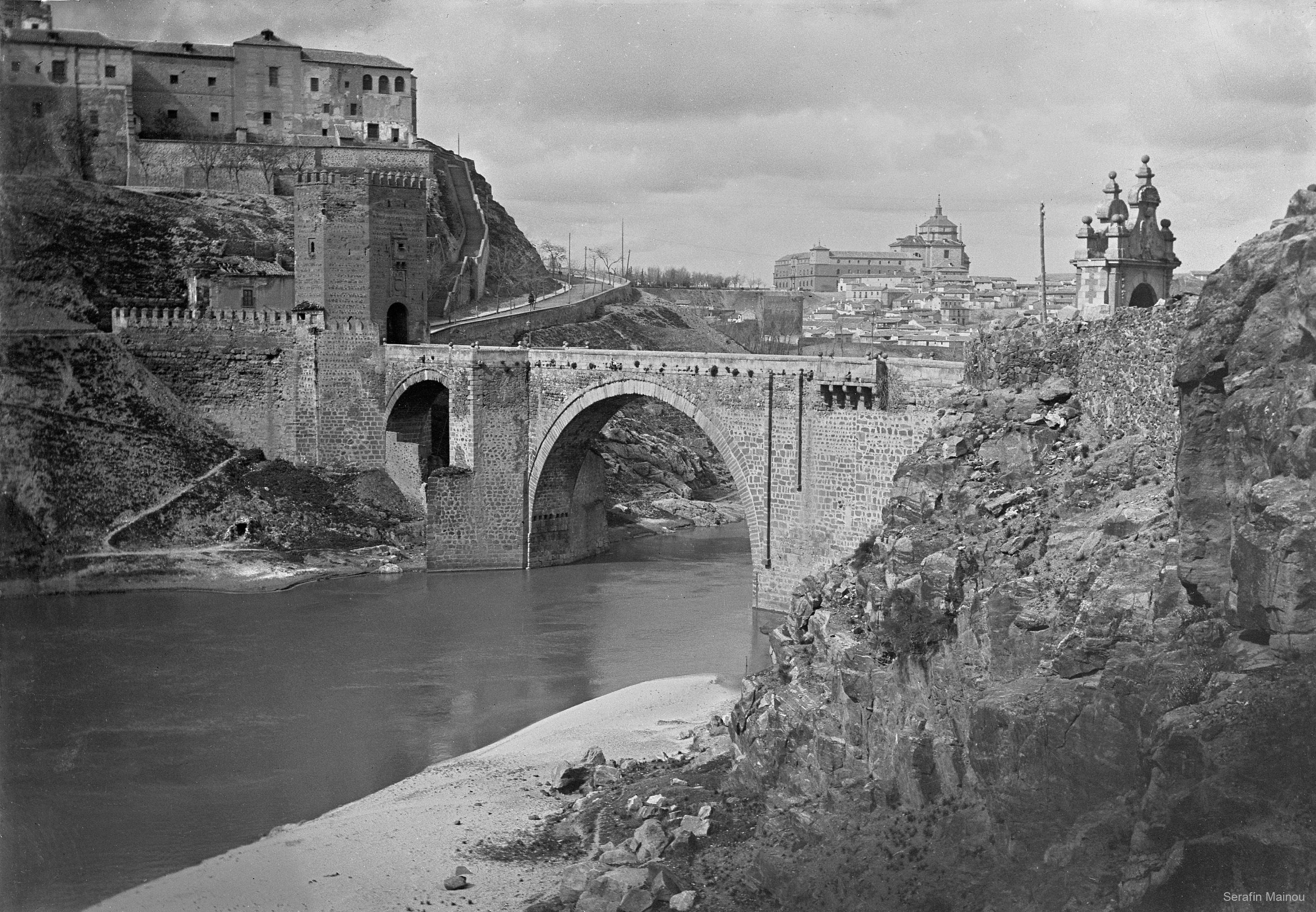 Puente de Alcántara hacia 1903. Fotografía de Serafín Mainou © Colección de Juan Modolell