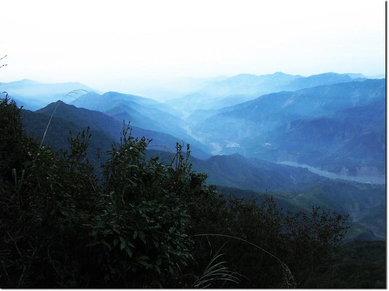 斯拉巴庫2454峰俯瞰荖濃溪河谷 1