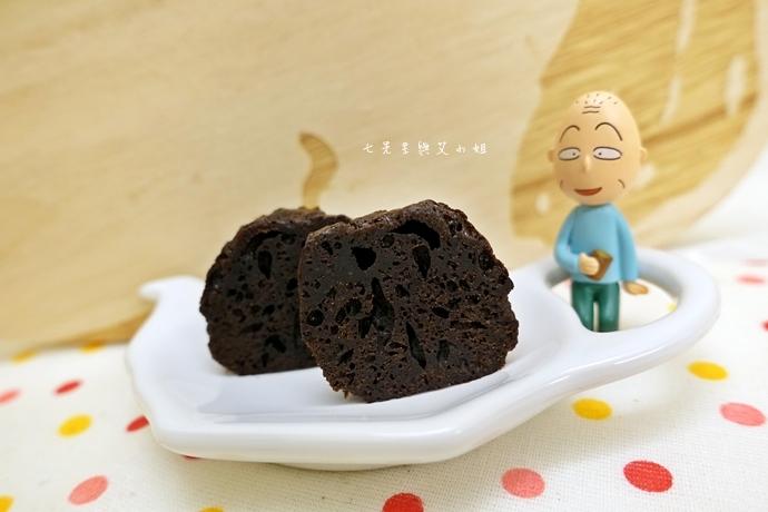 13 老胡賣點心 蜂蜜抹茶蛋糕捲 蜂蜜蛋糕捲 一口乳酪球 火腿乳酪球 一口巧克力