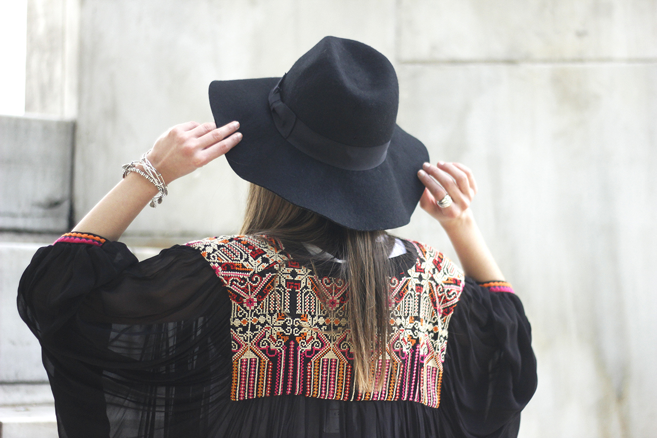 embroidered kimono flared jeans Hat Heels outfit style10
