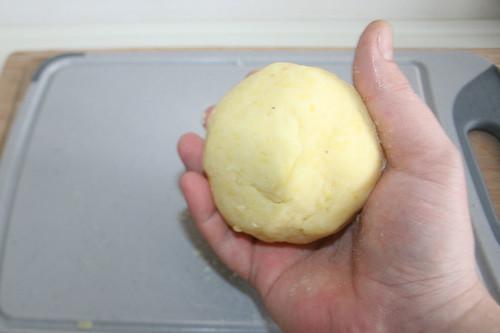 26 - Kloß schließen / Close dumpling