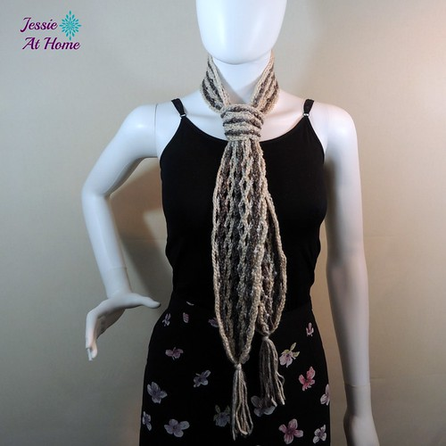 Netties-Super-Simple-Tassel-Scarf-free-crochet-pattern-by-Jessie-At-Home-2