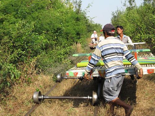 La campagne de Battambang: le bamboo train