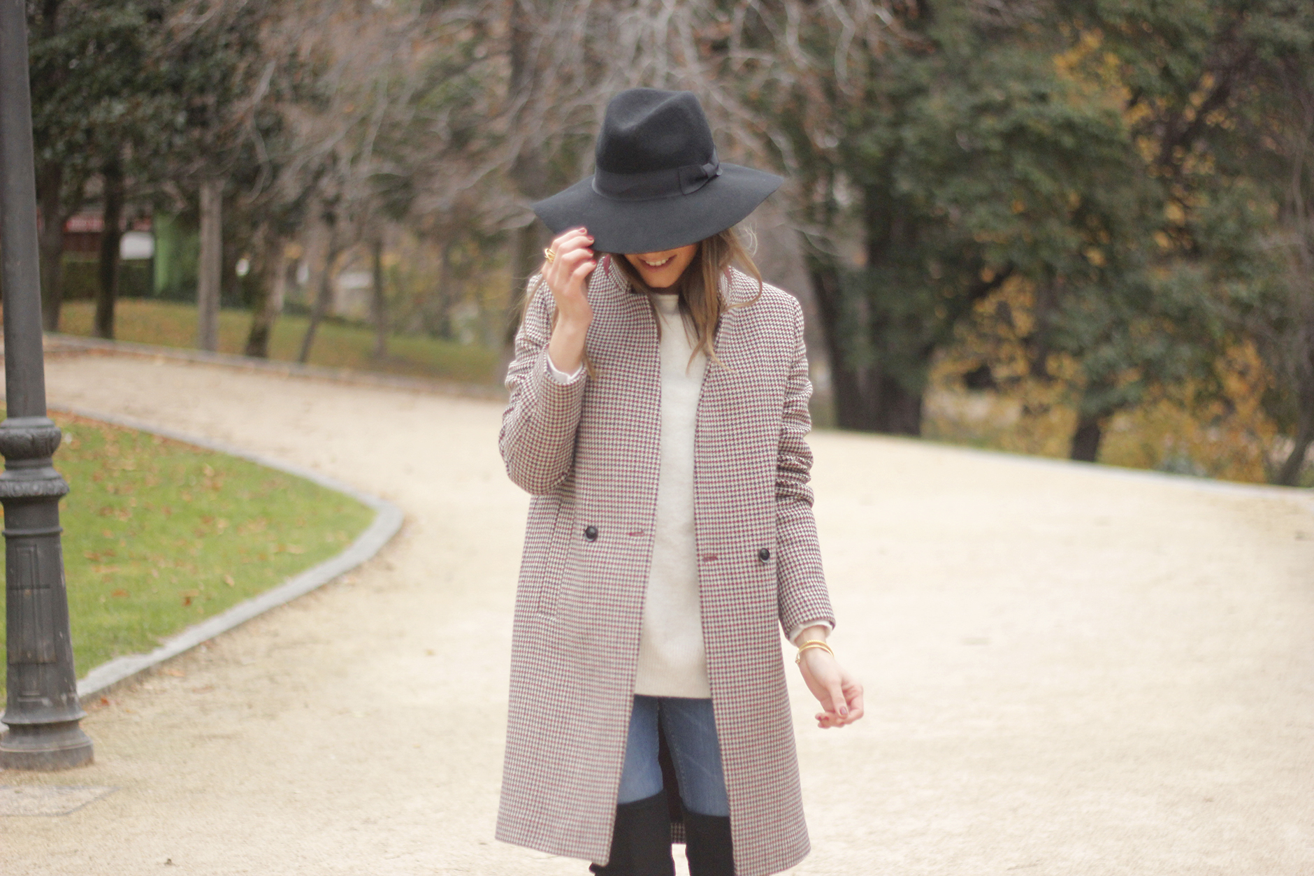 houndstooth coat, white sweater, over the knee boots, black hat, outfit, style, jeans09