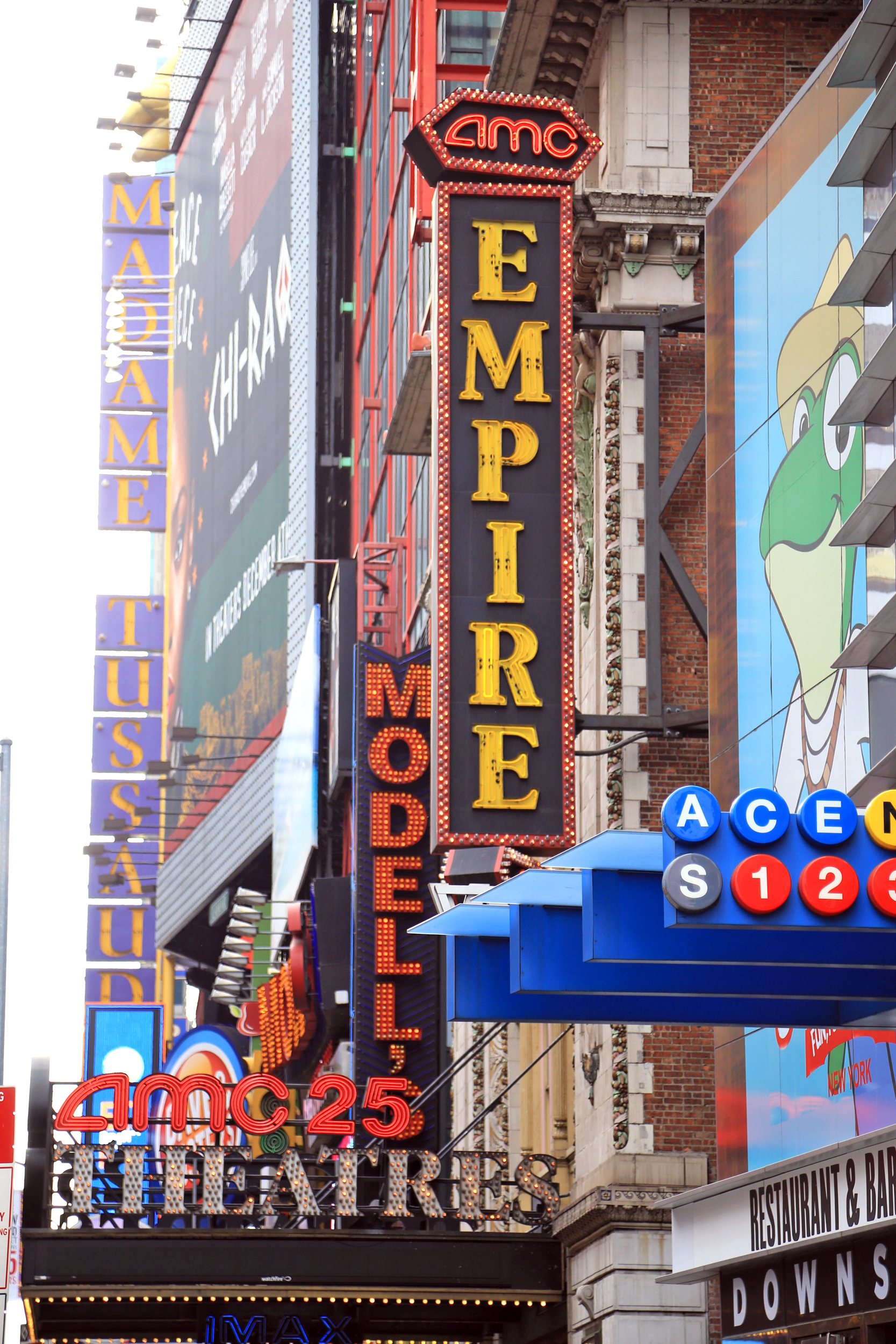 Theater-neon-light-New-York