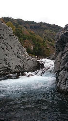 秀巒野溪溫泉