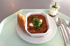 Chili con carne with japalenos, sour cream & b…