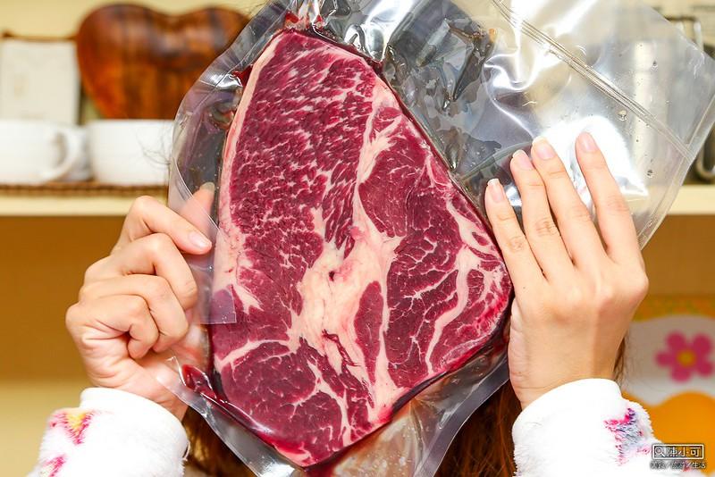 【愛上新鮮】巨無霸頂級沙朗霜降牛排PRIMT,比臉還大的牛排,網路線上訂購在家料理方便又省錢。