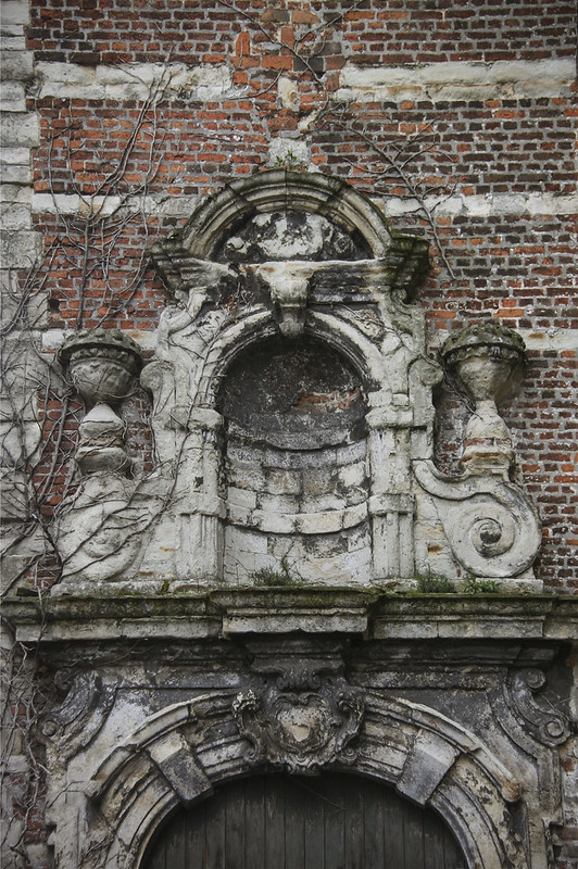 Mechelen, renovation for ruined church into town library building.