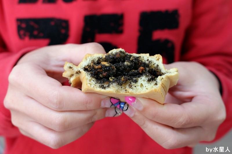 26087259695 88c5e6c330 b - 台中西屯【學甲人車輪餅】酥脆餅皮,實在好料的車輪餅,內餡好吃不甜膩,簡單幸福的下午茶點心