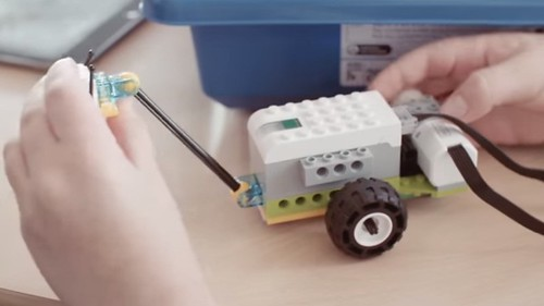LEGO WeDo 2.0 Robotic Starter Kit for elem kids