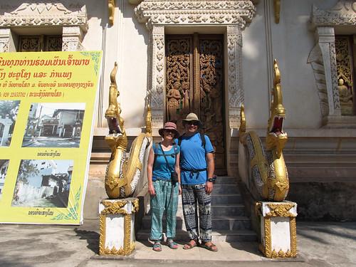 Vientiane: des  Coréens voulaient absolument nous prendre en photo au temple-monastère Vat Haysok