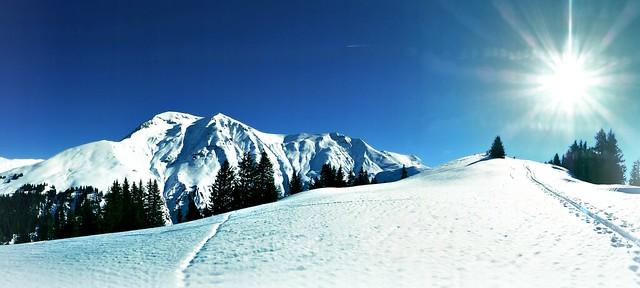 Albristhorn: Mountain top and sun