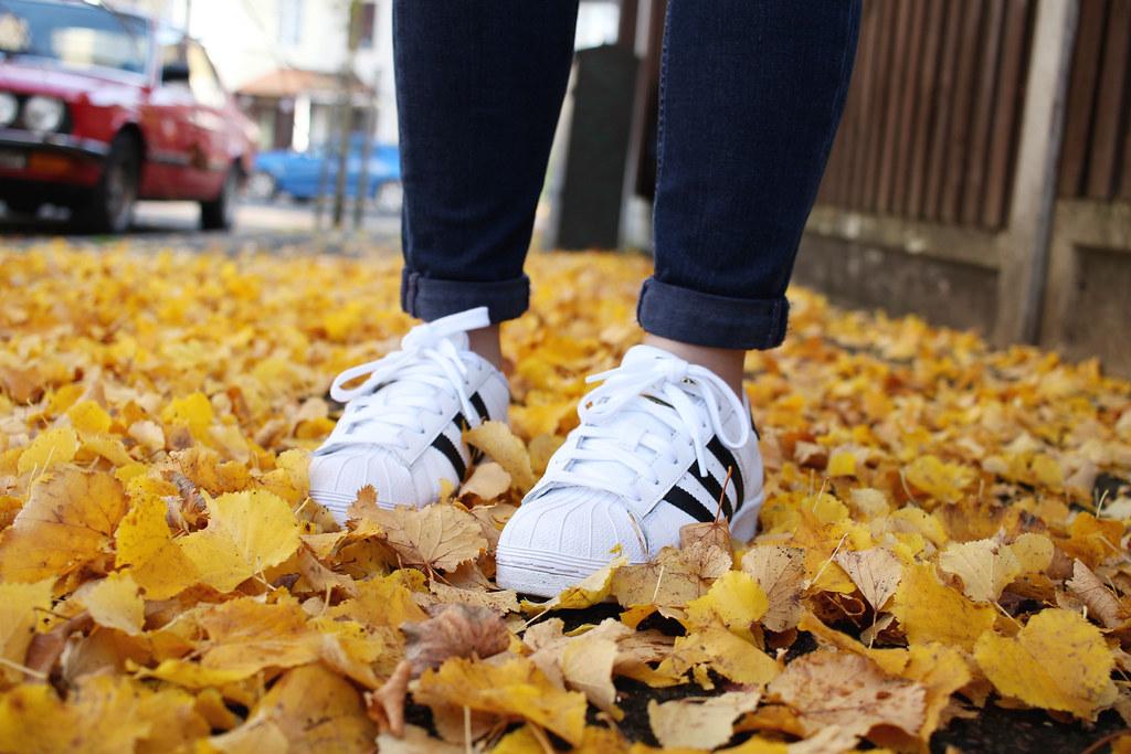 Topshop-Jamie-Jeans-Grey-Turtleneck-Knit-Outfit-OOTD-Adidas-Superstars-Black