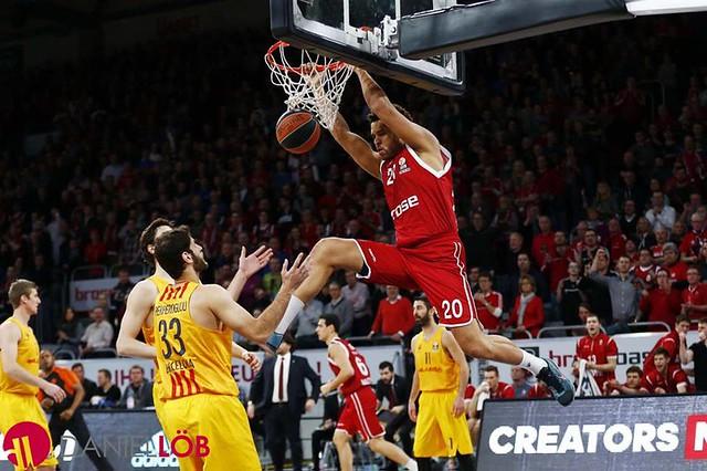 Harris dunk vs Barcellona