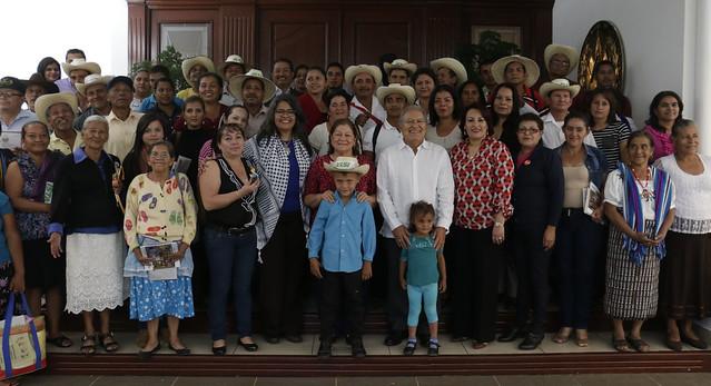 Casa Abierta con Familias Campesinas dueños de tierras.