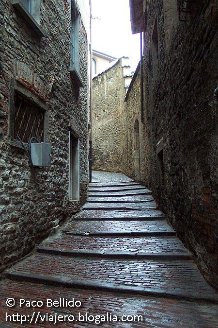 Subida a la Rocca. © Paco Bellido, 2006