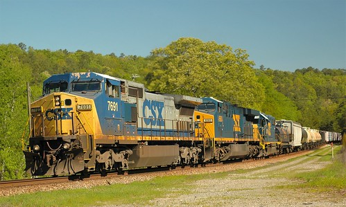 CSX 7691 C40-8W CSX 690 AC6000CW & CSX 2770 GP38-2