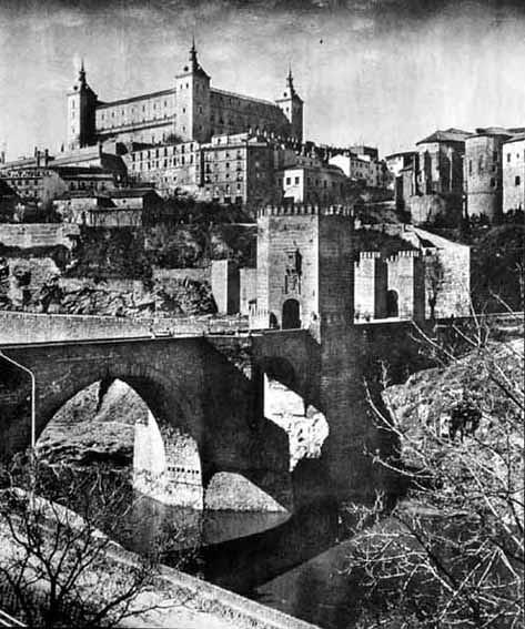 Puente de Alcántara. Fotografía de José Ortíz Echagüe. Fondo Fotográfico de la Universidad de Navarra