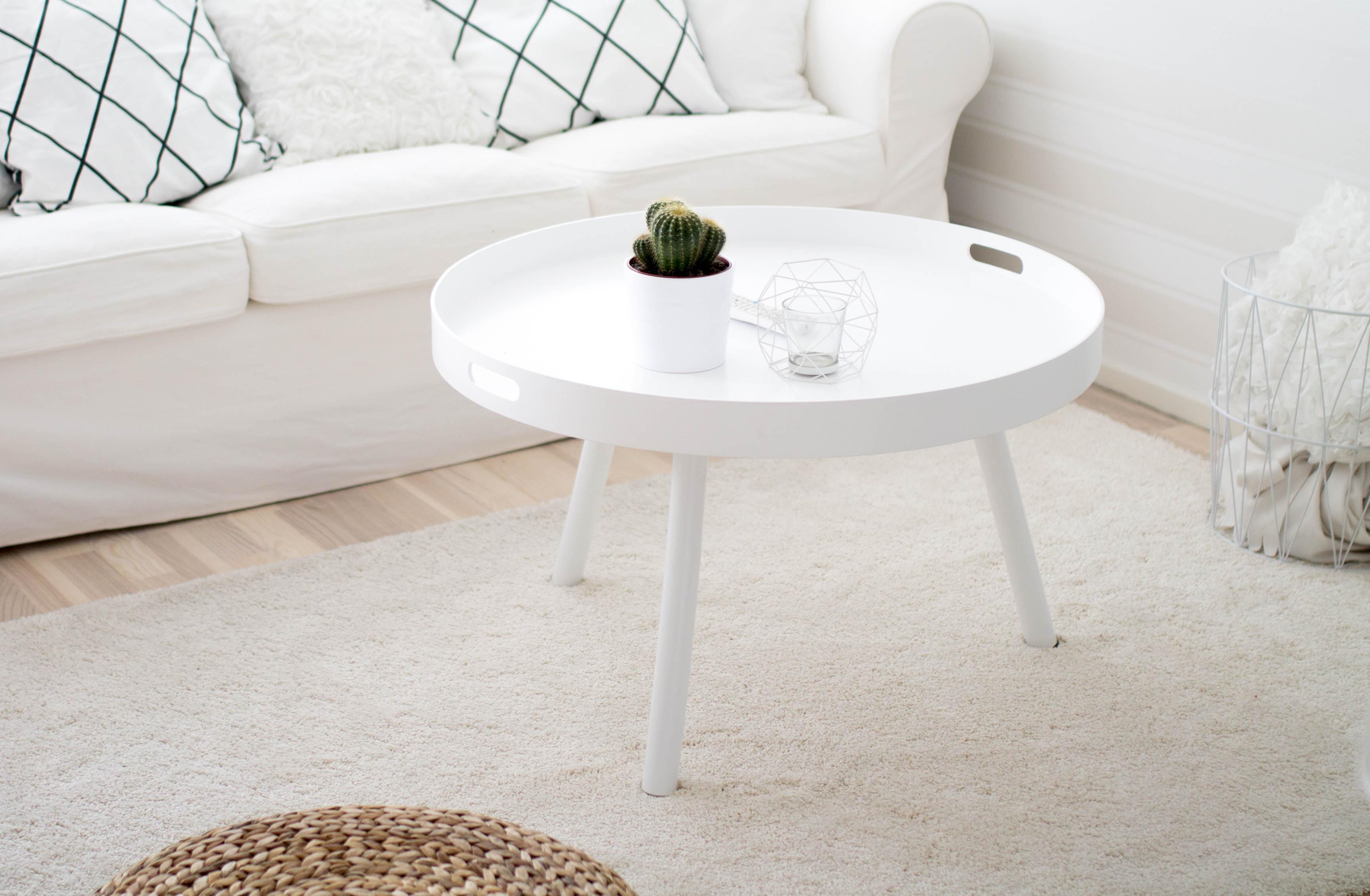 valkoinen pöyreä pöytä