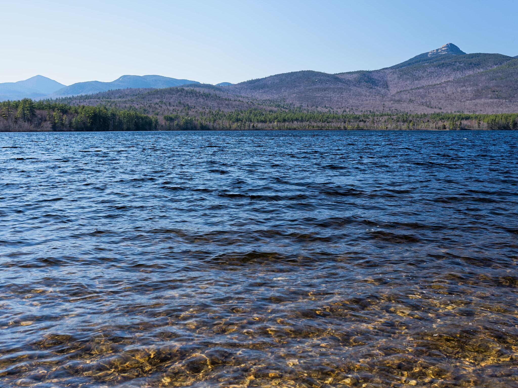 Chocorua lake against White mountains background (NH) [OC] [2048x1536]