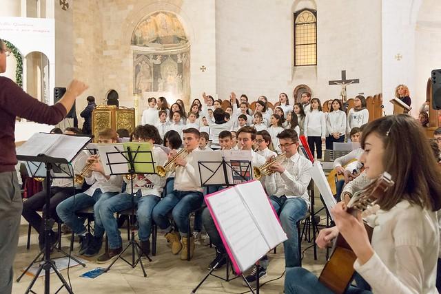 Conversano- gli alunni della carelli forlaji in concerto in catedrale (2)