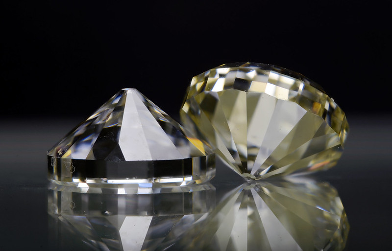 ダイヤモンドアンビル / Diamond anviles