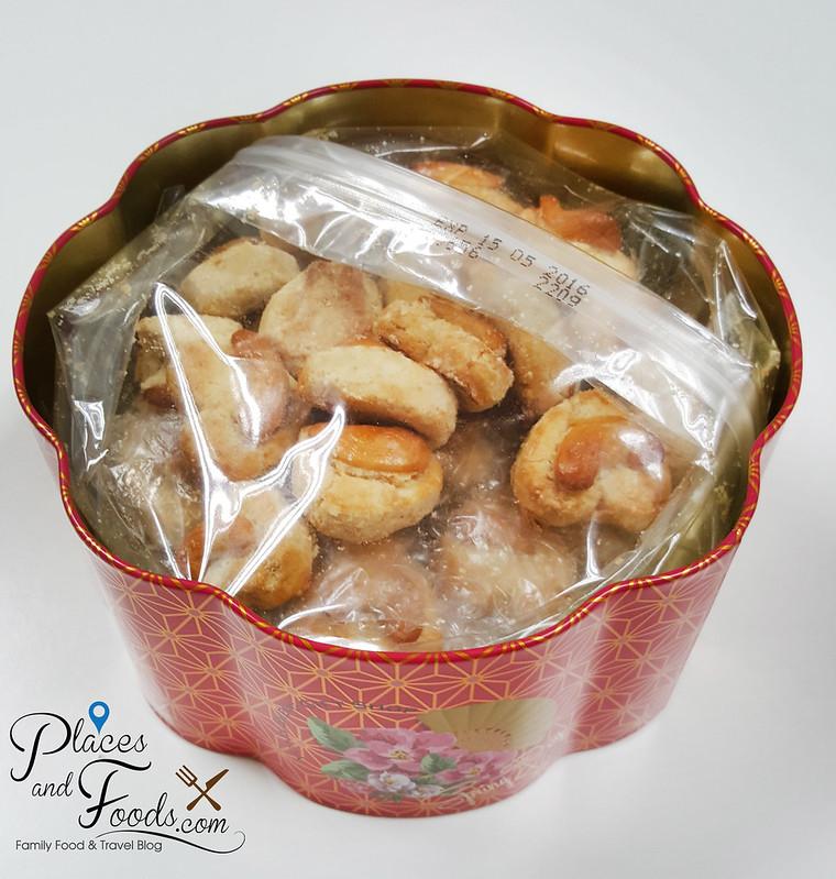 yong sheng cny cookies cashew nuts inside