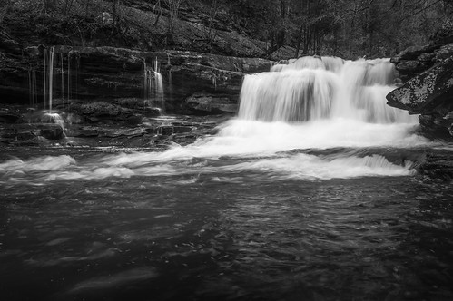 longexposure light blackandwhite bw blur nature water monochrome horizontal contrast creek dark flow outdoors us waterfall stream day unitedstates oakhill blurred westvirginia flowing rectangle lowangle newrivergorge thurmond dunloup