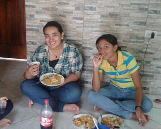 Jazmina y Mayra antes de entrar de candidatas