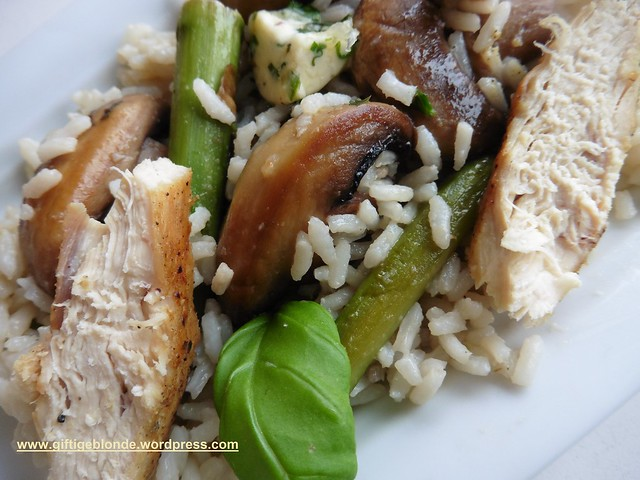 Gebratener Spargel und Chamipgnons mit Reis und Hendlfilet