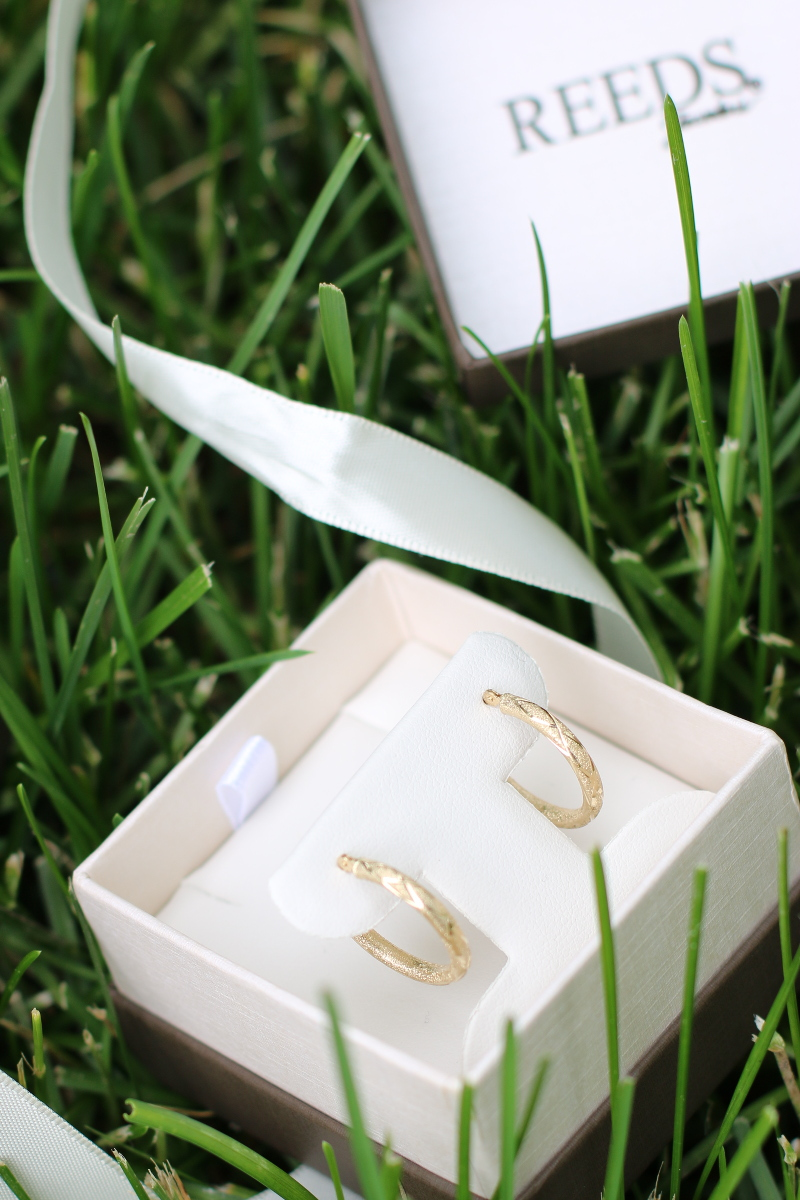 Reeds-Jewelers-gold-hoop-earrings-1