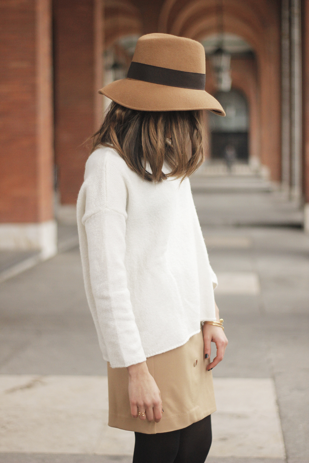 Camel Skirt Mango White Sweater Zara Camel Hat heels fashion outfit09