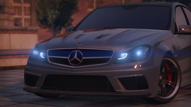 Grand Theft Auto V 24497595301_f0b2d50116_c