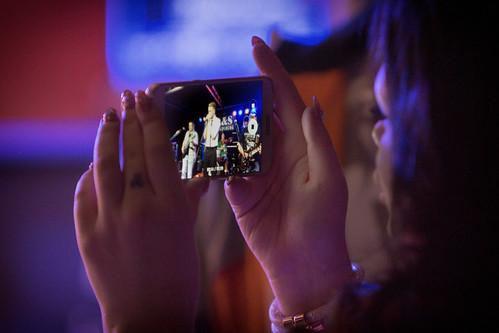city apple girl canon germany geotagged deutschland eos foto view place band indoor smartphone magdeburg stadt singer musik konzert ls dunkel gruppe iphone schärfentiefe sänger bühne 2016 fotogruppe saxonyanhalt sachsenanhalt stadtteil mitschnitt salbke veranstaltungszentrum canoneos650d gröningerbad volksbadsüdost fotogruppemagdeburg geo:lon=11666987 geo:lat=52076601 rockausmagdeburg